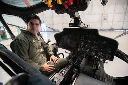 Teniente de Navío  Sebastián Acevedo destinado en la Primera Escuadrilla Aeronaval de Helicópteros