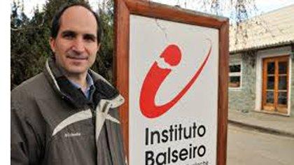 Maldacena egresó de la carrera de Licenciatura en Física del Instituto Balseiro de San Carlos de Bariloche, en 1991