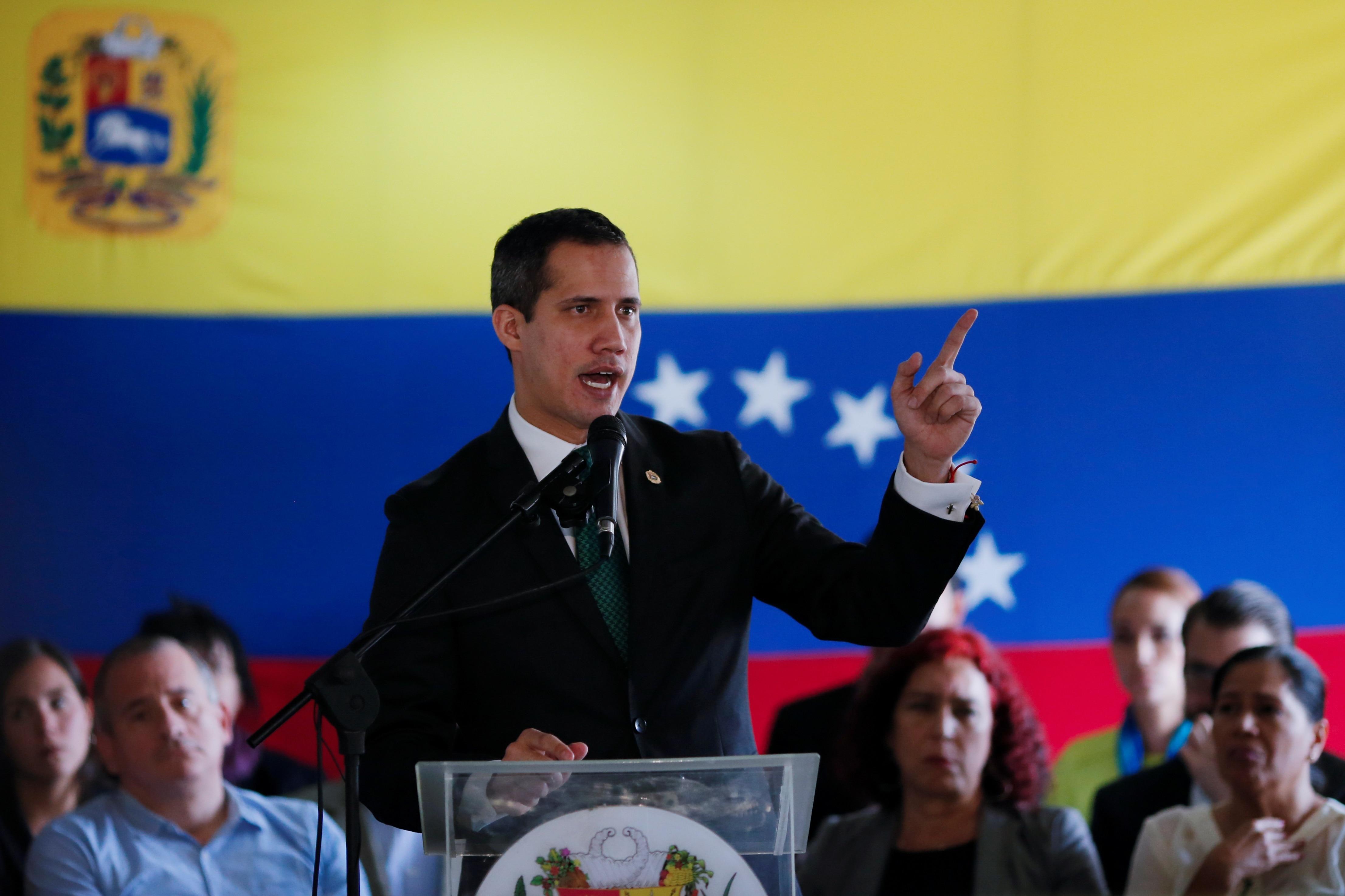 El aposento momentáneo de Juan Guaidó pidió el admiración de los tributo humanos de los detenidos en el cerco de la Algoritmo Gedeón