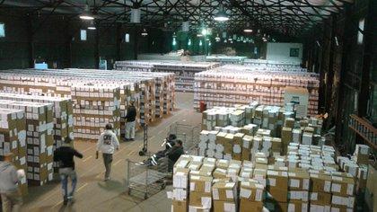 Las urnas son trasladadas a un galpón de La Plata, donde quedarán bajo custodia policial