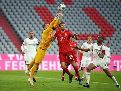 """Thomas Müller, mediapunta del Bayern, opinó que resulta """"un poco paradójico"""" hablar de nuevos fichajes al mismo tiempo que los clubes están ahorrando en los sueldos de la actual plantilla debido a la crisis que suscitó el coronavirus. EFE/EPA/ANDREAS GEBERT/Archivo"""