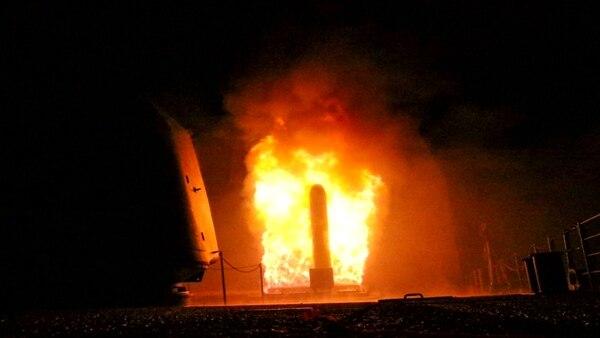 Un misil norteamericano, al momento de partir desde el USS Monterey rumbo a Siria