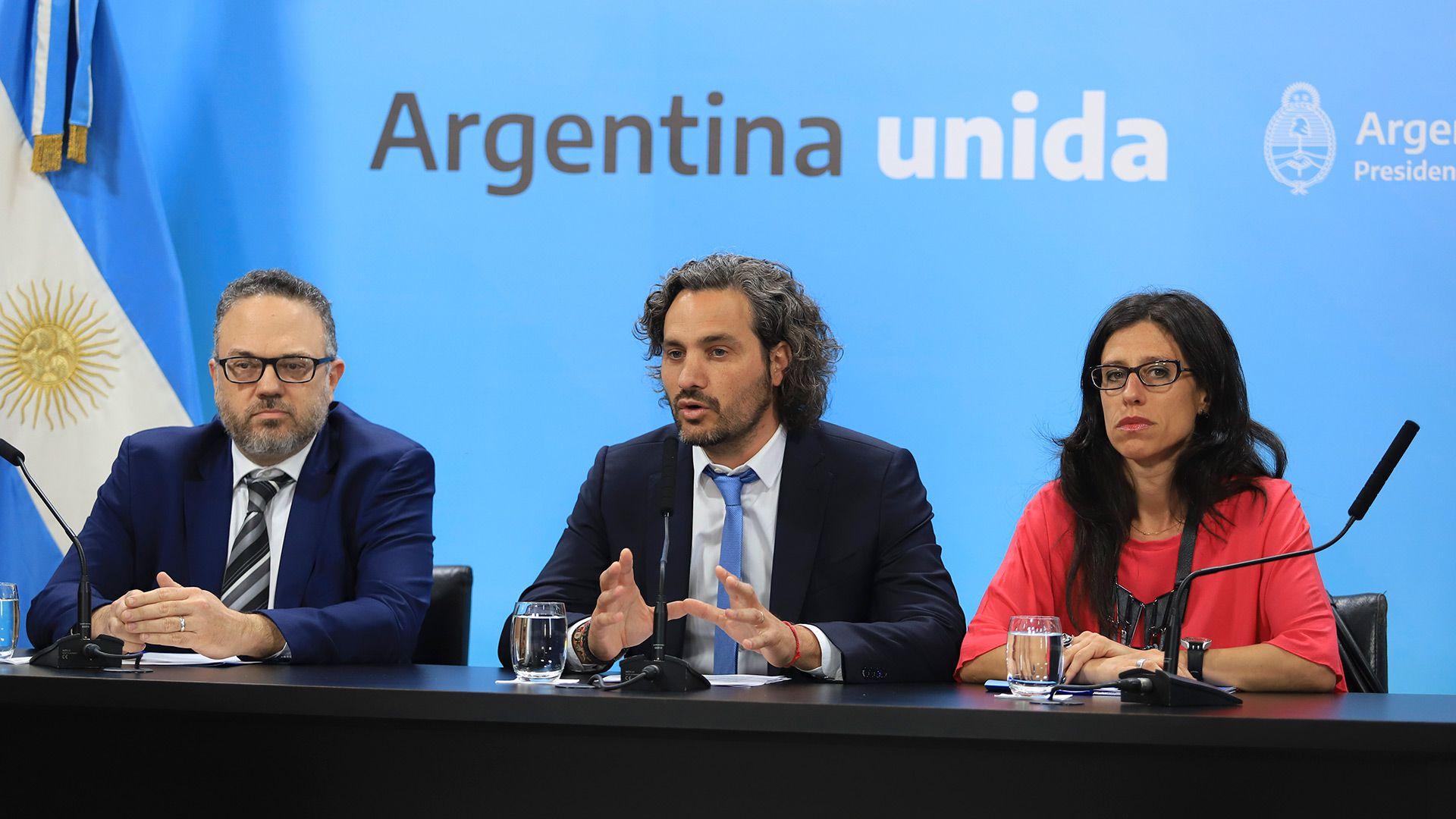 El jefe de Gabinete, Santiago Cafiero, junto al ministro de Desarrollo Productivo, Matias Kulfas y la secretaria de Comercio Interior, Paula Español
