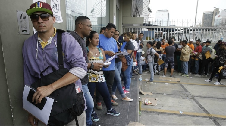 Colombia criticó a Perú y Ecuador por exigir pasaporte a venezolanos ... bb9c4c7c72c