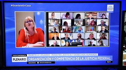 La ministra Marcela Losardo, al exponer ayer sobre la reforma judicial ante un plenario de comisiones del Senado. El tema es rechazado por la oposición.