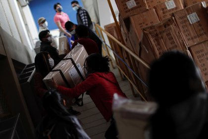 Employees of the Electoral Court prepare electoral material to be distributed for Sunday's general election, in La Paz, Bolivia, October 16, 2020. REUTERS/Ueslei Marcelino