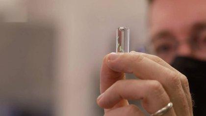 El Pentágono estudia el desarrollo de un microchip implantable para detectar el SARS-CoV-2