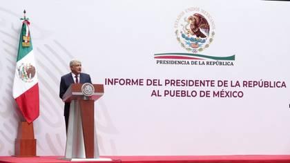 El mandatario mexicano señaló que una de las medidas para afrontar la crisis económica derivada de la pandemia por COVID-19 será la reducción de sueldos de altos funcionarios (Foto: Cuartoscuro)