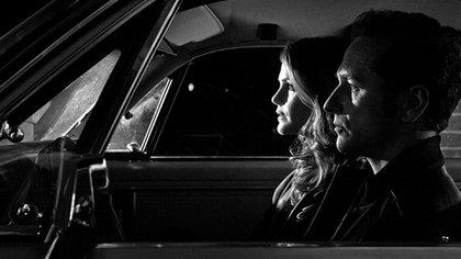 Los agentes rusos de la serie The Americans, con expresiones que reflejan la tensión bajo la cual se vive en la clandestinidad