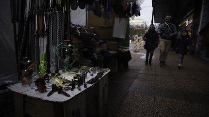 El puesto de Mario Silva vende insumos cannábicos en el centro de Montevideo (Adrián Escandar)