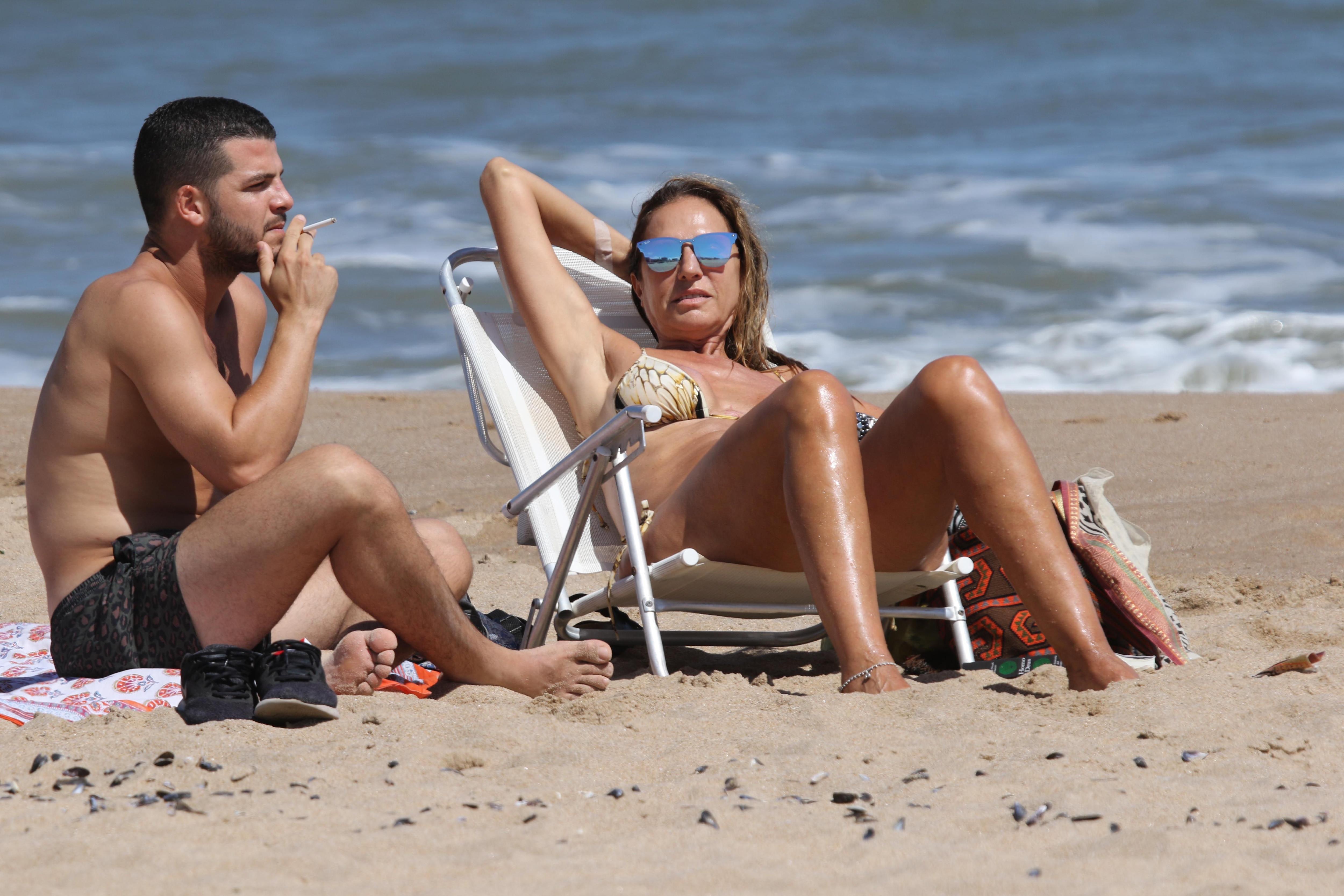 Ginette Reynal disfrutando de un día de sol y playa