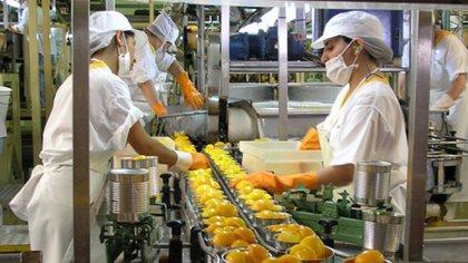 La industria alimenticia pide mantener la eliminación generalizada del IVA y no solo acotada a los beneficiarios de planes sociales