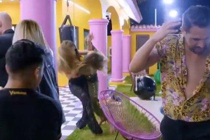 Diana e Isa terminaron peleando por Chile (Captura de pantalla)