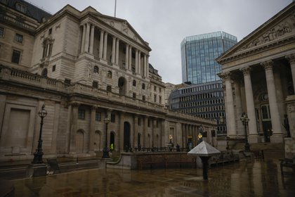 The Bank of England in the square mile financial district of the City of London. Photographer: Jason Alden/Bloomberg