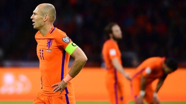 Holanda no pudo ni siquiera alcanzar el repechaje (AFP)