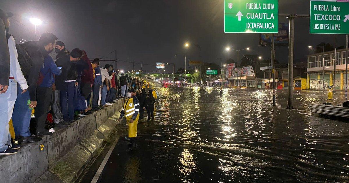 The shocking images of the flood in Calzada Ignacio Zaragoza in CDMX
