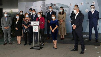 Una parte de la oposición advirtió del uso electoral del anuncio y de la falta de atención en el resto del sector salud (Foto: Graciela López/ Cuartoscuro)