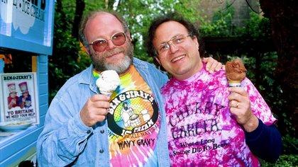 Ben Cohen (der.) y Jerry Greenfield en 1995: los fundadores de la heladería que se convirtió en una institución de Nueva Inglaterra. (Nils Jorgensen/Shutterstock)