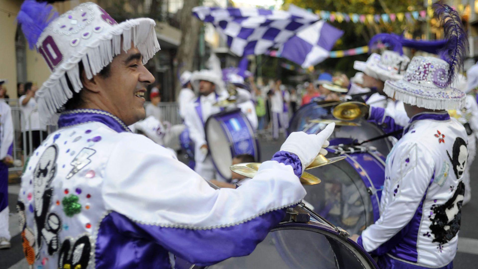 Las mejores murgas porteñas desfilarán por la histórica Avenida de Mayo (de Bolívar a Bernardo de Irigoyen) acompañadas por la colectividad boliviana (Fotos / Gentileza Ministerio de Cultura).