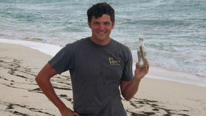 Clint Buffington halló la botella con el particular mensaje en su interior en 2011 en Turks and Caicos, una playa en el Caribe