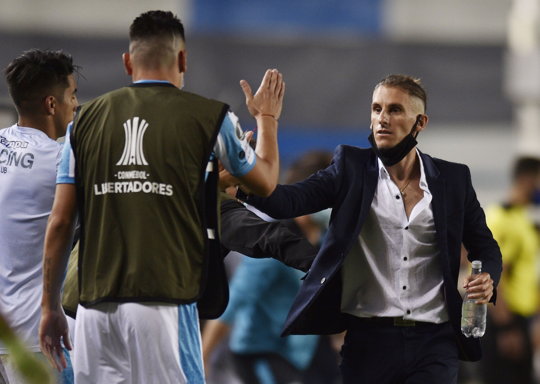 Beccacece, confiado en la entrega de sus dirigidos para visitar a Boca por la revancha de los cuartos de la Libertadores (REUTERS/Gustavo Garello)