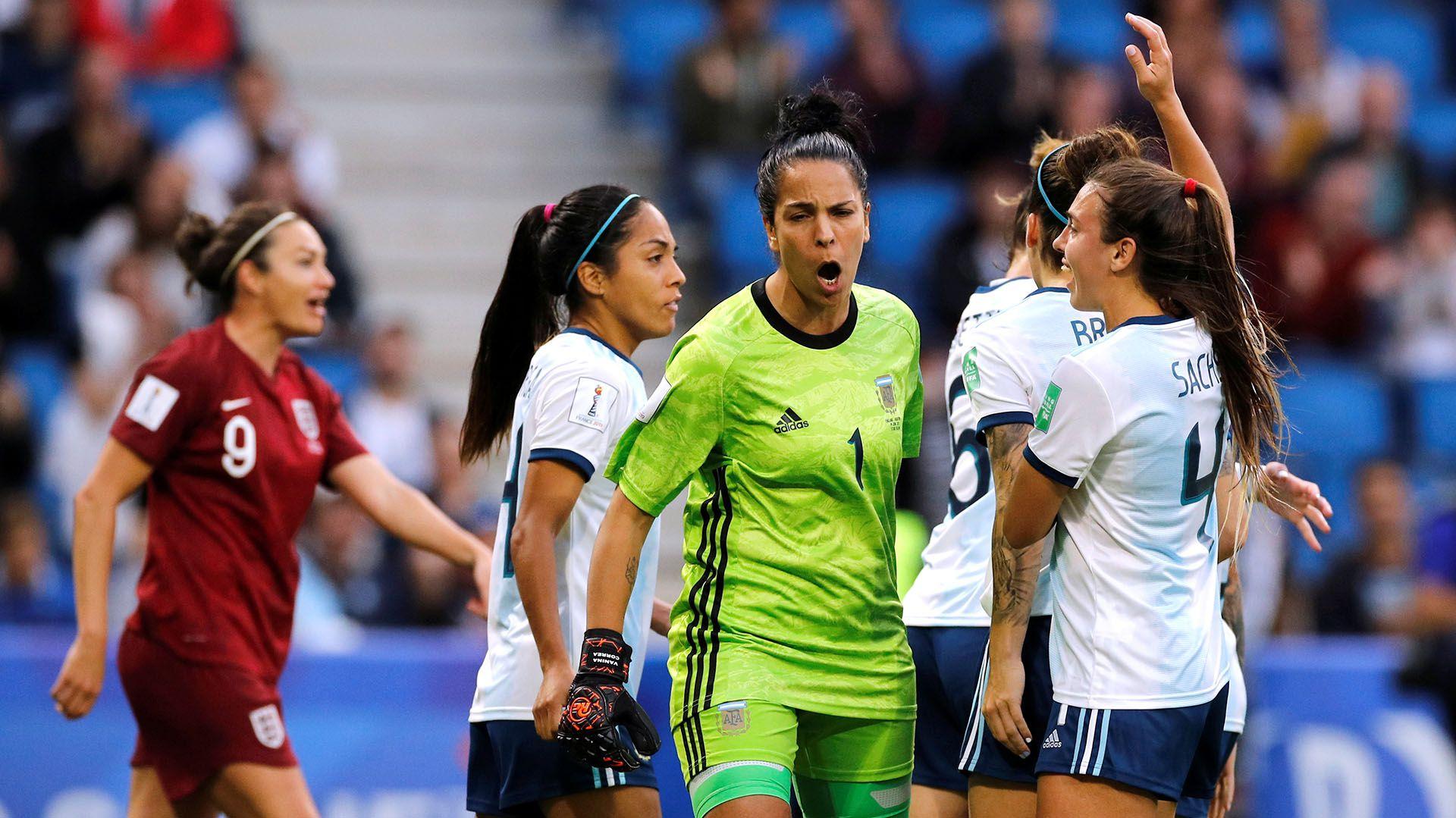 Vanina Correa fue la figura de Argentina en el partido ante Inglaterra (REUTERS)