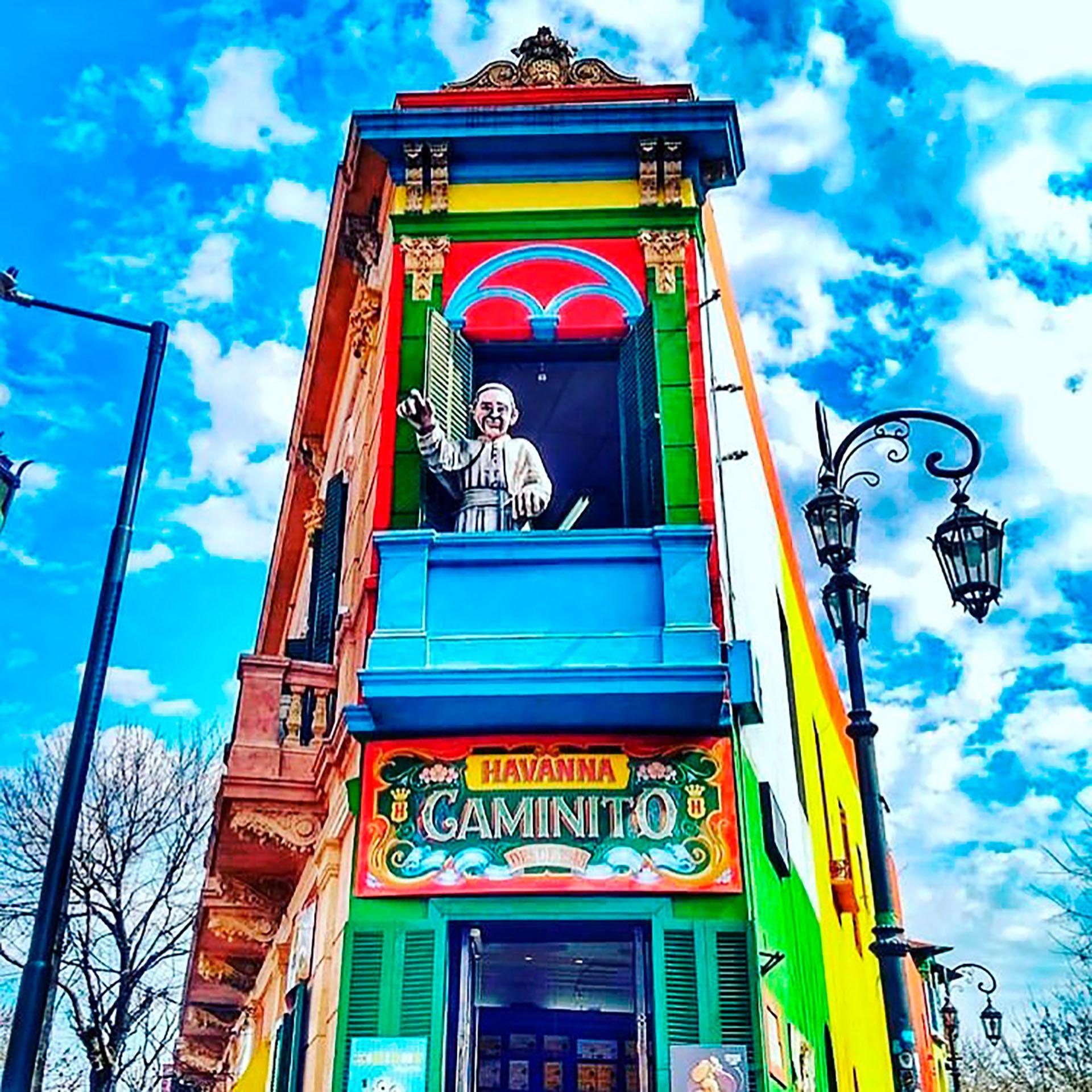 Las fachadas de color son un imán para los transeúntes (@fotoo_22)