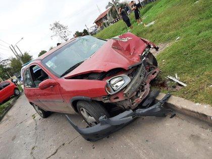 El Chevrolet Corsa de Miguel Angel Pérez, después de embestir al vehículo robado por los ladrones