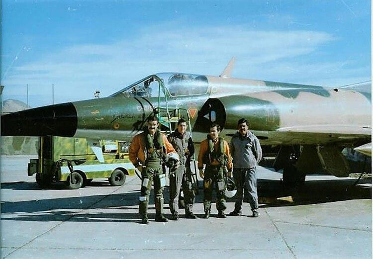 Los pilotos de Dagger antes de salir a combatir en el Atlántico Sur