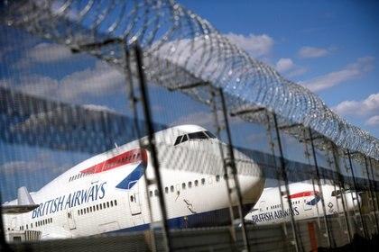 Fauci no aconseja la suspensión de vuelos desde el Reino Unido por el momento (REUTERS/Hannah McKay)