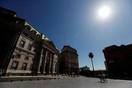 Foto de archivo - Una vista general de la fachada del Banco de la Nación Argentina, en Buenos Aires. Feb 19, 2020. REUTERS/Agustin Marcarian