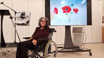 Sarah Ezekiel, una artista a la que se le diagnosticó una enfermedad de la neurona motora en 2000 y cuya historia inspiró el desarrollo de la app