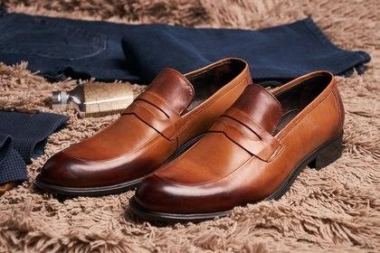 El marrón se identifica por ser el color característico del cuero en la indumentaria y accesorios (Getty)