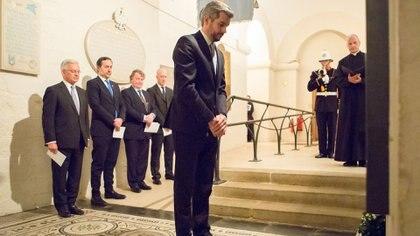 Marcos Peña homenajeó en Inglaterra a los caídos en Malvinas