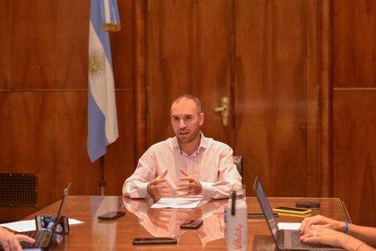 El ministro Martín Guzmán, al presentar ayer los lineamientos de la propuesta argentina para renegociar la deuda
