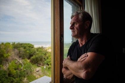 Desde su habitación: Palmer mira el mar desde el mismo lugar desde más de tres décadas