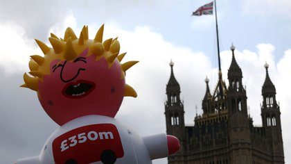 Un dirigible inflable gigante que representa a Boris Johnson cerca del Parlamento, antes de la protesta anti-Brexit 'No a Boris, Sí a Europa' en Londres, el 20 de julio de 2019 (REUTERS/Simon Dawson)