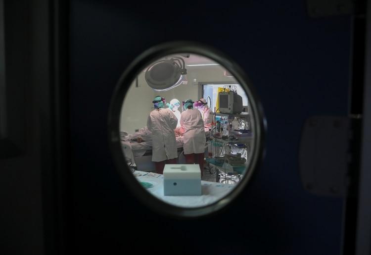 Vicente Gómez Tello, uno de los médicos españoles contagiados de COVID-19, habló con Infobae - Foto: REUTERS/Sergio Perez