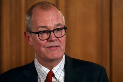 El asesor científico principal del Gobierno británico, Patrick Vallance, asiste a una conferencia de prensa del primer ministro Boris Johnson sobre la respuesta del gobierno al brote de coronavirus, en Downing Street en Londres, Reino Unido. 12 de marzo, 2020. REUTERS/Simon Dawson/Pool