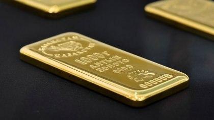 Barra de oro de 1.000 gramos en la bóveda del Banco Nacional de Kazajistán en Almaty, Kazajistán, 15 septiembre 2017. REUTERS/Mariya Gordeyeva/FOTO DE ARCHIVO