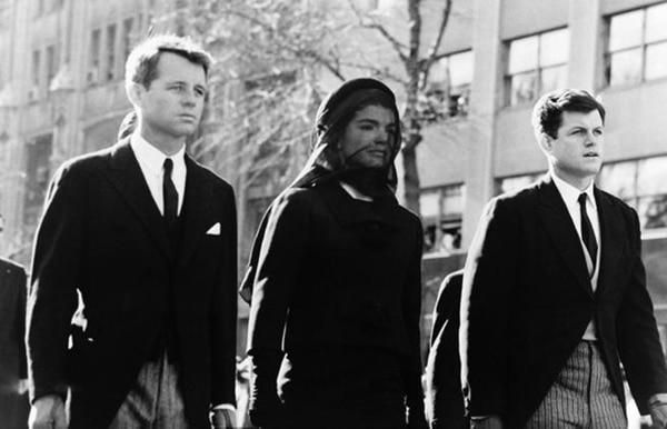 El modista dieñó el vestido de luto de Jackie Kennedy