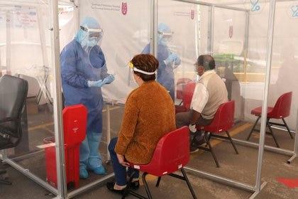 El país latinoamericano ha declinado obstinadamente realizar pruebas a gran escala y, en su lugar, realiza exámenes solo a los pacientes más enfermos. (Foto: REUTERS/Henry Romero)