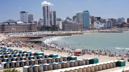 Mar del Plata presentó su protocolo para la playa: hisopado para entrar a la ciudad, tapaboca, ojotas y cupo para las carpas