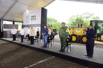 Los contratos otorgados por esta vía suman 27,849 millones de pesos, es decir, 39.4% de los recursos que se han erogado en este megaproyecto. (Foto: Cortesía Presidencia)