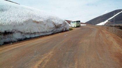 Barrick Gold cortó un glaciar para hacer el camino a Veladero