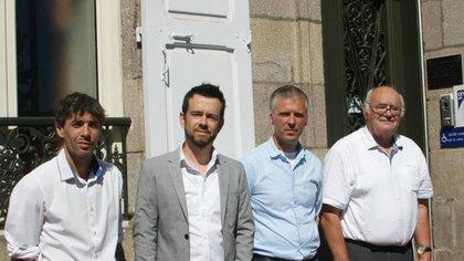 Matthieu Faucher (2° desde la izquierda) junto a colegas de la escuela de Malicornay