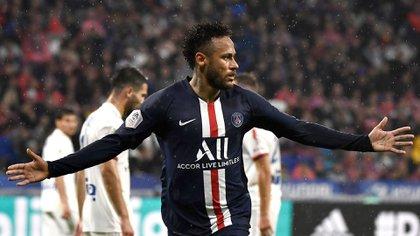Neymar volvió a la titularidad con el PSG