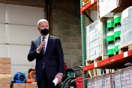 Biden waits for an unusual amount of money before delivering his first press conference (REUTERS / Kevin Lamark)