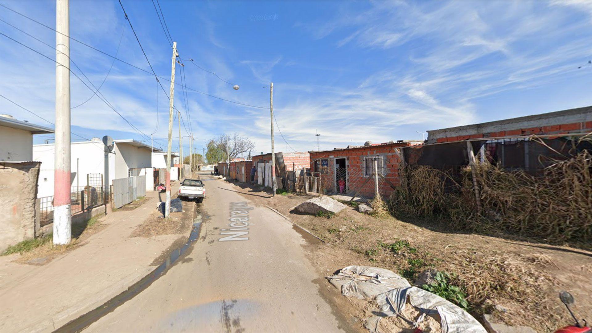 La esquina donde fue detenido el hombre con la droga dentro de su barbijo (Google Street View)
