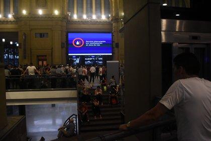 La protesta de los ex empleados de la línea Roca comenzó cerca de las 16